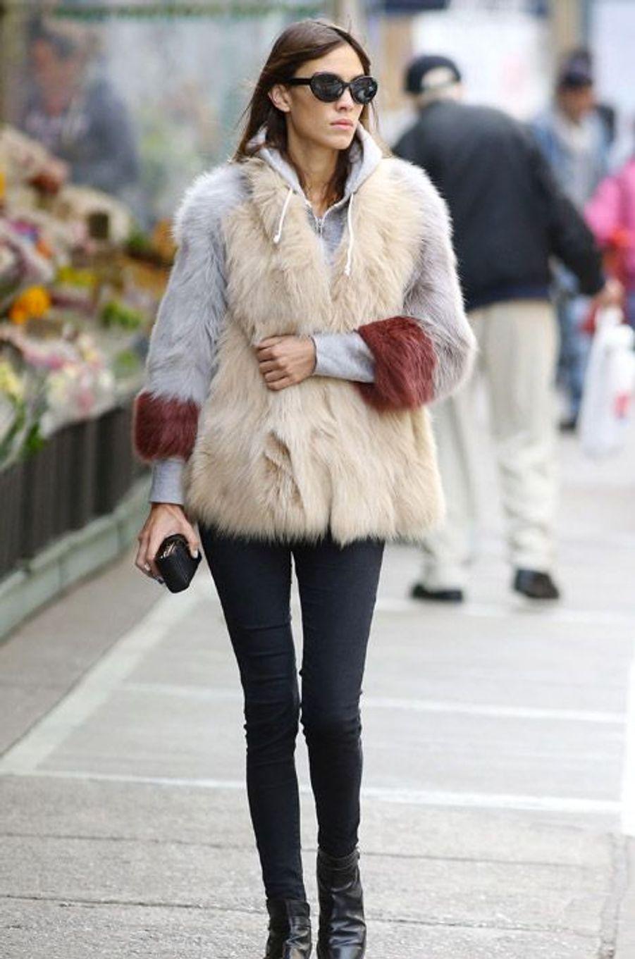 La it-girl Alexa Chung dans les rues de New York, le 31 octobre 2014