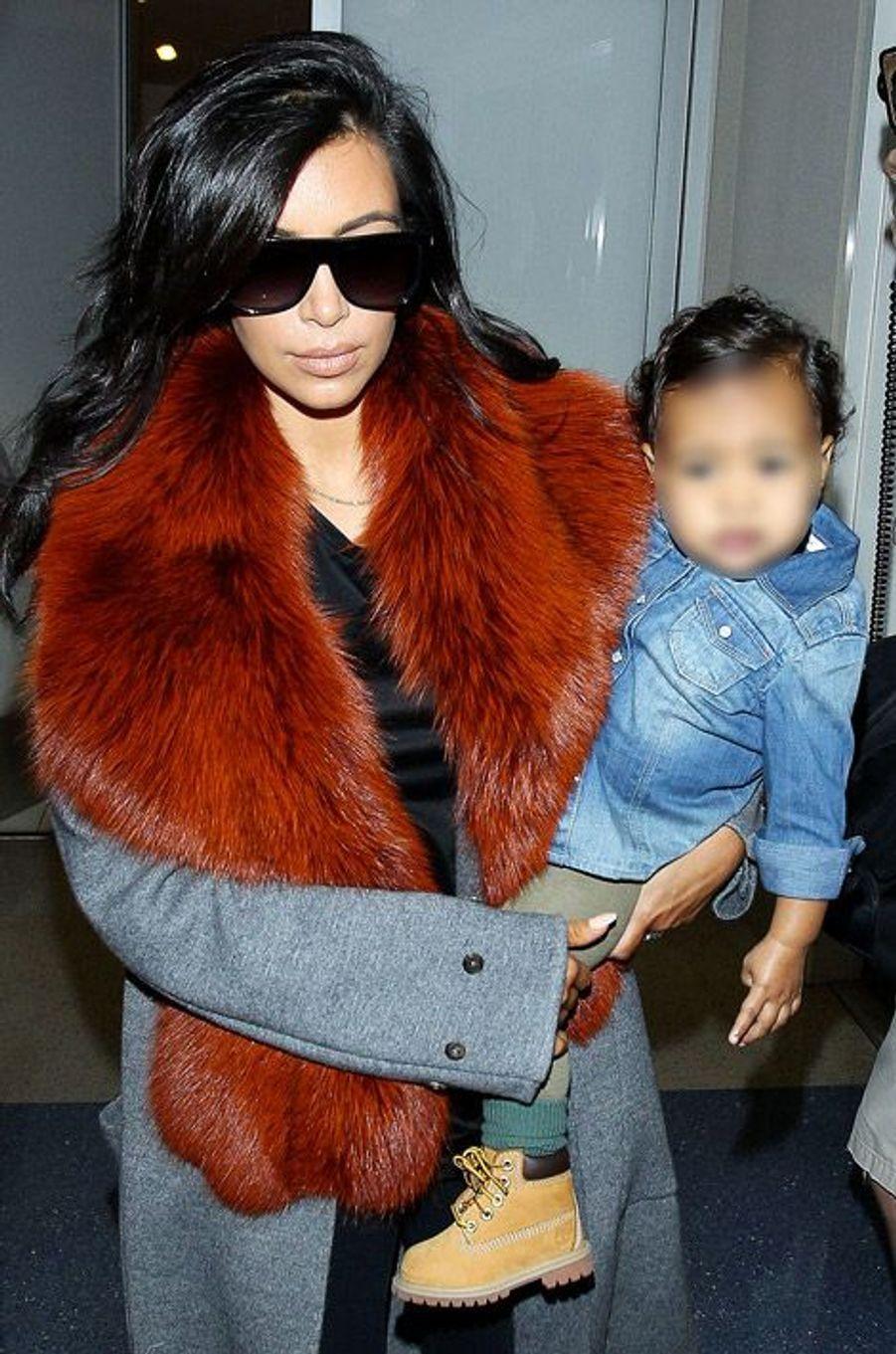 La star de la téléréalité américaine, Kim Kardashian, avec sa fille North, à Los Angeles, le 22 septembre 2014