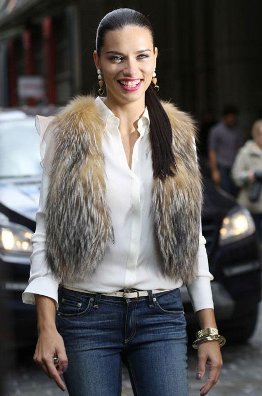 Le mannequin brésilien Adriana Lima à New York, le 6 mai 2014