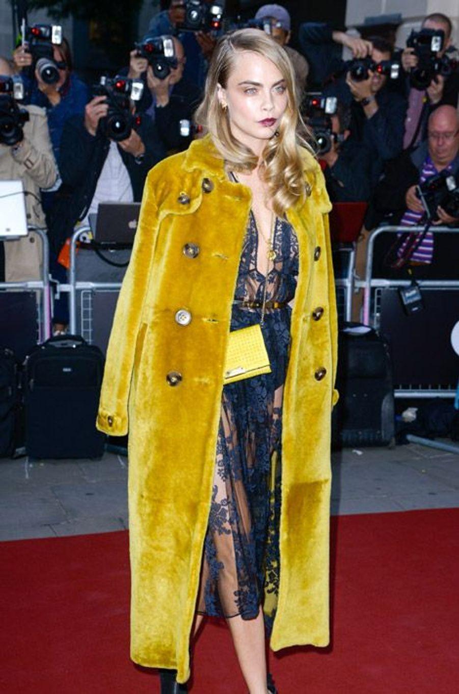 """Le mannequin Cara Delevingne lors de la soirée Men of the Year organisée par le magazine """"GQ"""" à Londres le 2 septembre 2014"""