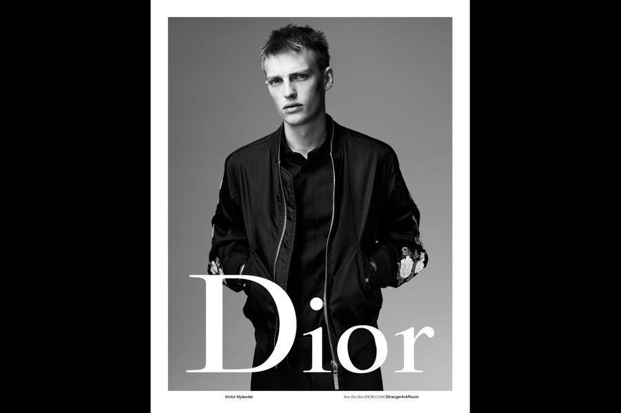 Victor Nylander pose pour Dior Homme