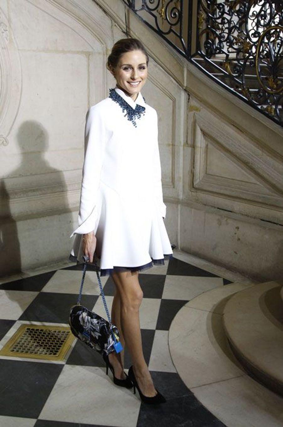 La robe-chemise : la styliste Olivia Palermo lors du défilé Dior prêt-à-porter automne-hiver 2014-2015 le 28 février 2014