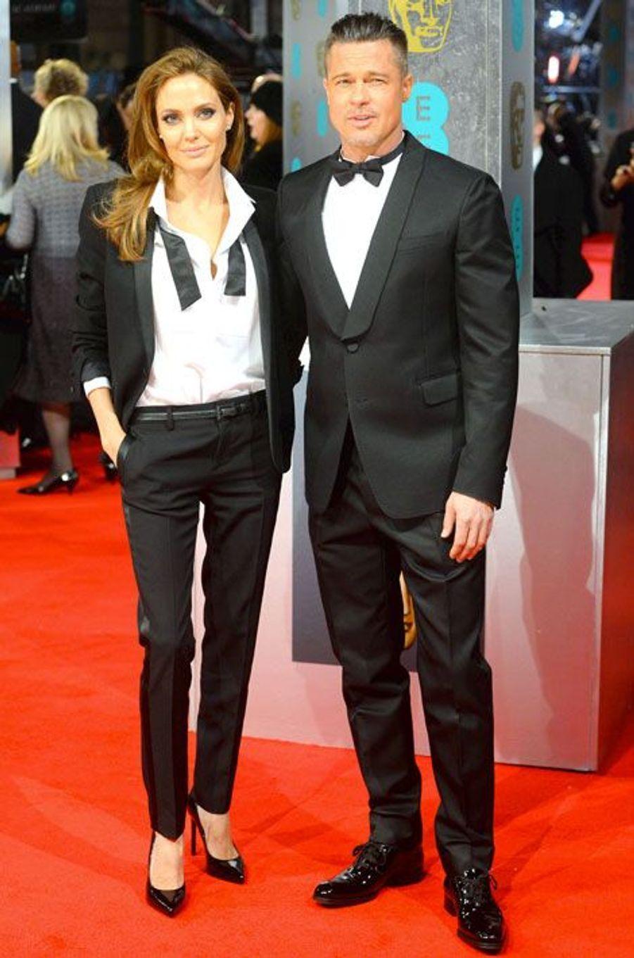 Le style boyish : Angelina Jolie lors de la cérémonie des Bafta à Londres, le 16 février 2014, en Smoking Saint Laurent