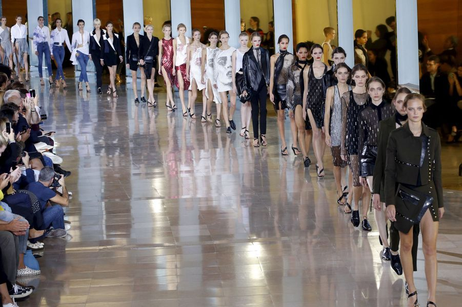 La collection prêt-à-porter Printemps-Eté 2016 d'Anthony Vaccarello