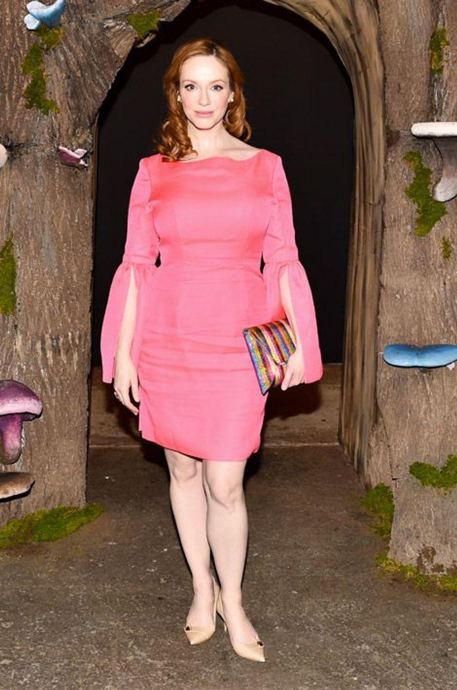 """L'actrice star de la série """"Mad Men"""", Christina Hendricks au défilé Honor, dans une robe de la marque, le 12 février 2015 à New York"""