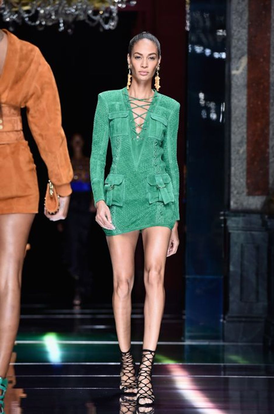 Balmain fait le plein de super models pour la Fashion week de Paris: Joan Smalls