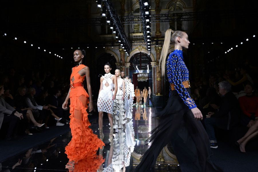 Balmain fait le plein de super models pour la Fashion week de Paris