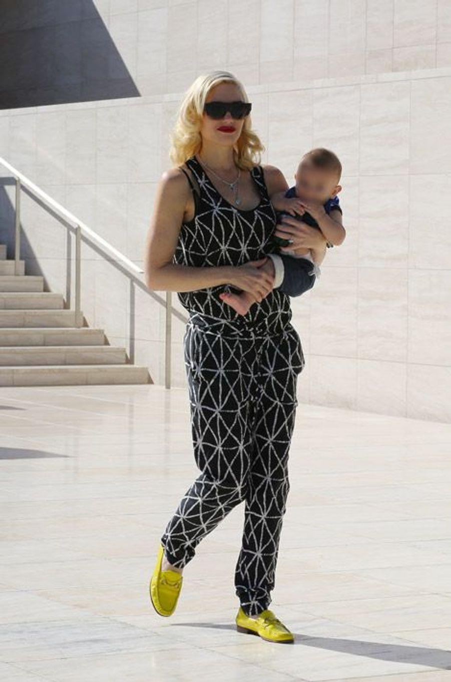 La chanteuse Gwen Stefani avec son fils à Los Angeles en septembre 2014