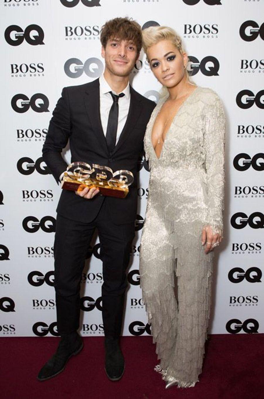 La chanteuse Rita Ora en Nicholas Oakwell Couture lors de la soirée GQ Awards à Londres, le 2 septembre 2014