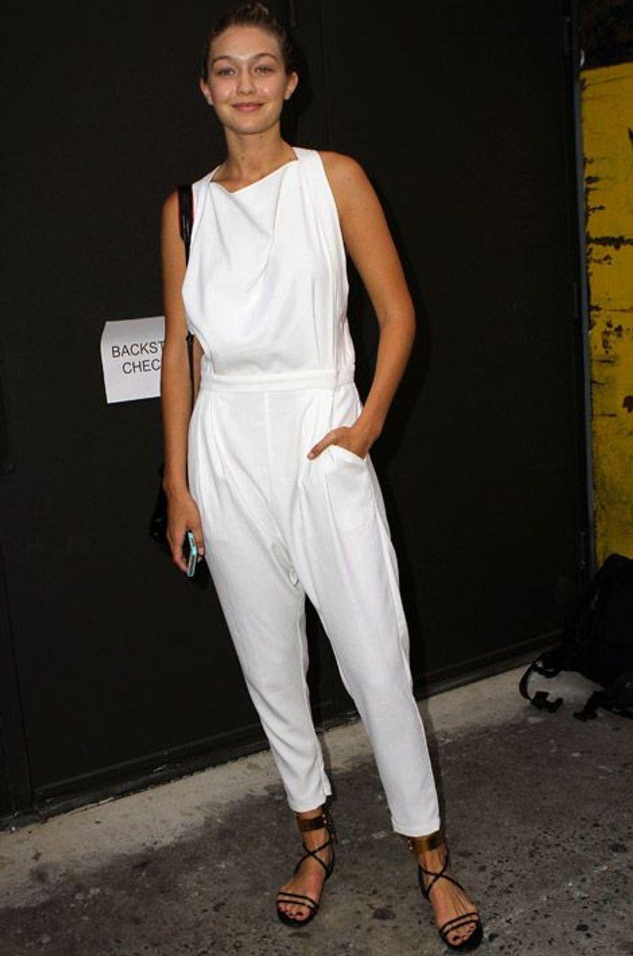 La star de la téléréalité Gigi Hadid en Marc Jacobs pour le défilé du créateur, le 11 septembre 2014 à New York