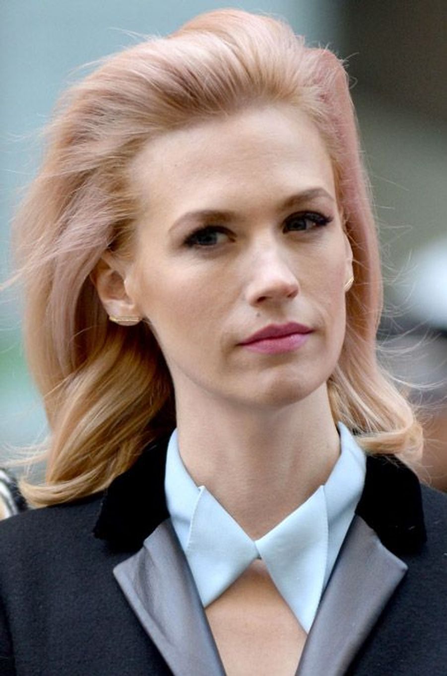 """L'actrice de """"Mad Men"""", January Jones, et ses cheveux roses"""