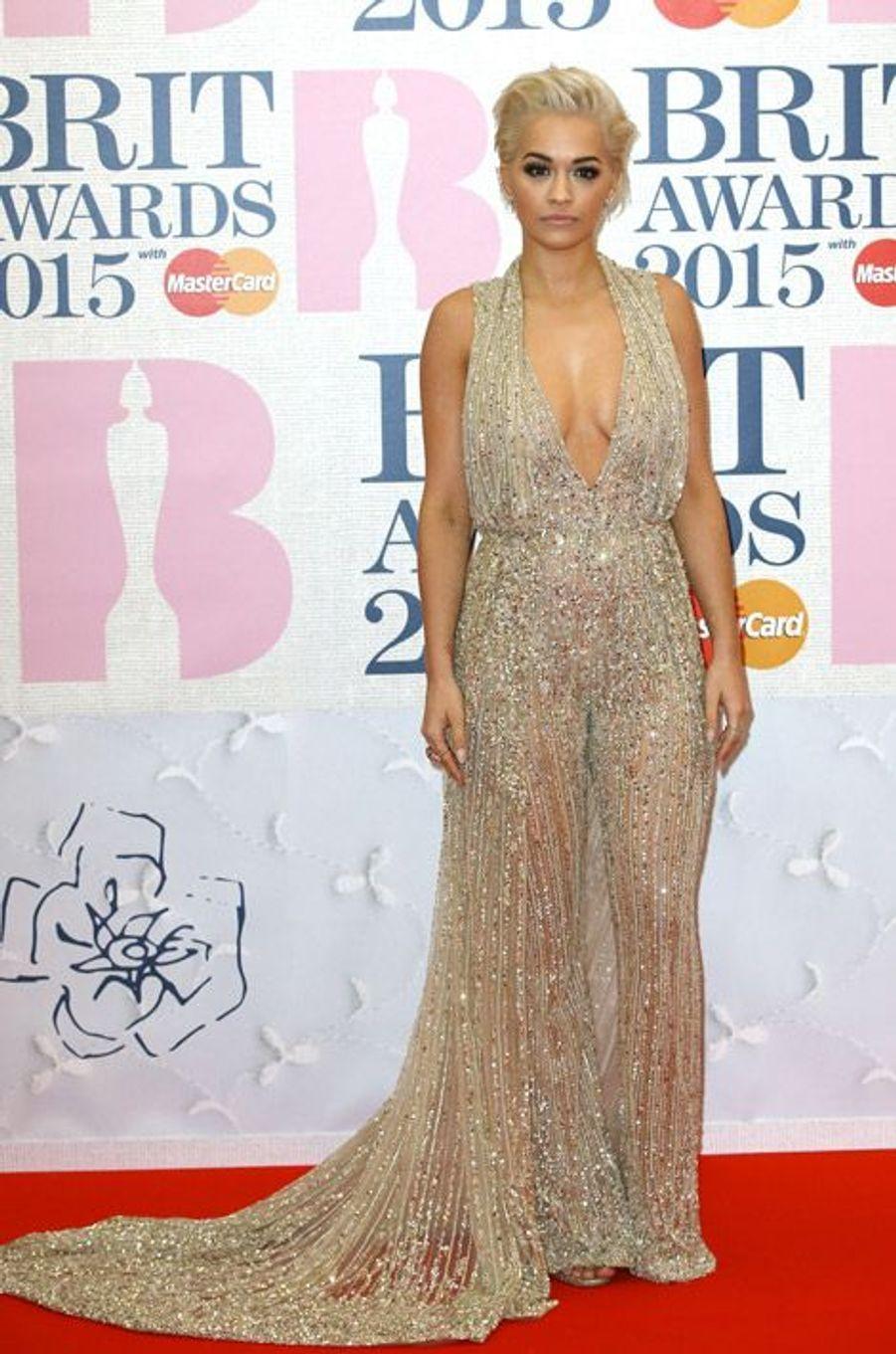 La chanteuse Rita Ora en Zuhair Murad lors des BRIT Awards à Londres, le 25 février 2015