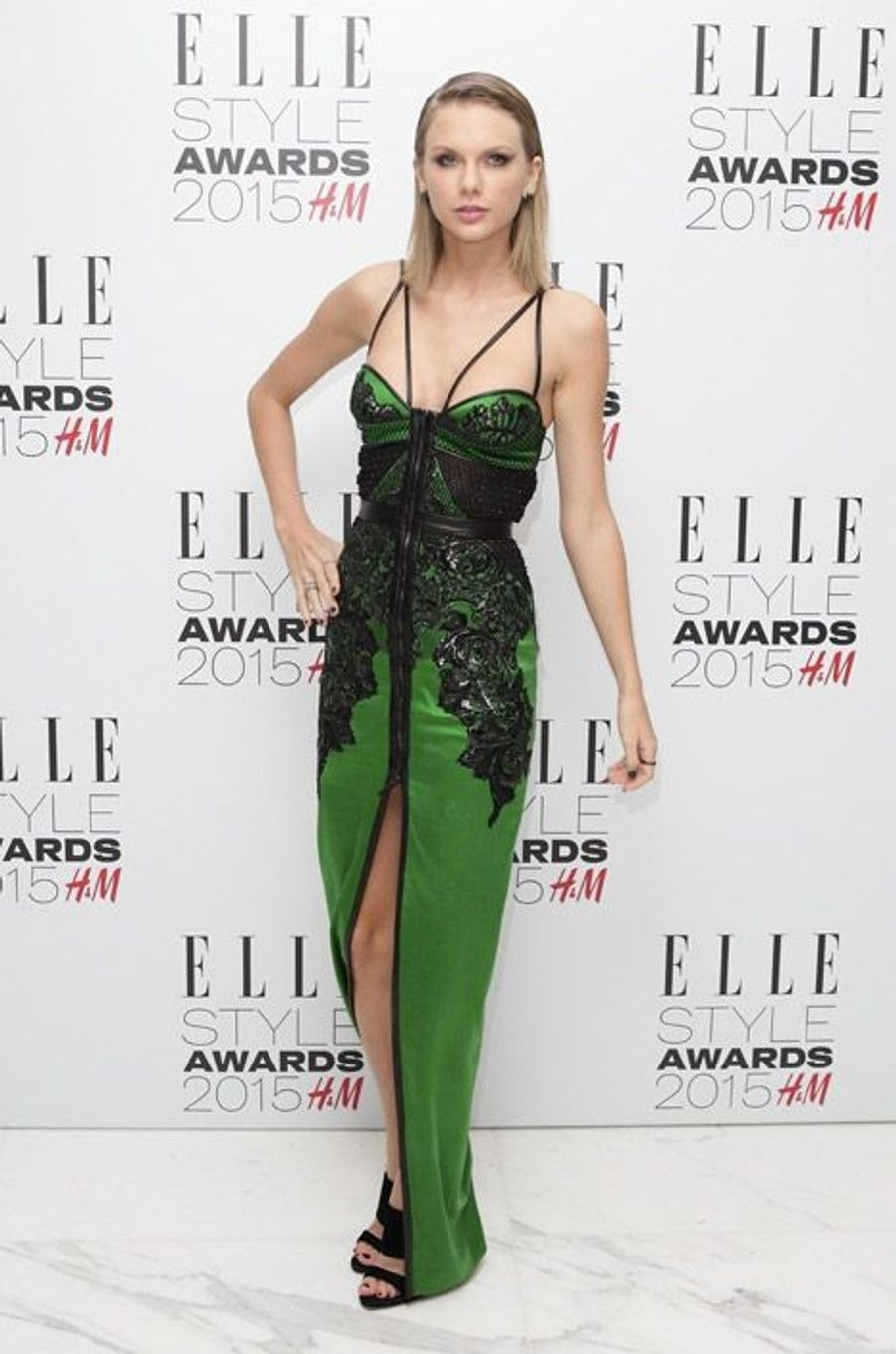 La chanteuse Taylor Swift en Julien MacDonald lors des ELLE Style Awards à Londres, le 24 février 2015