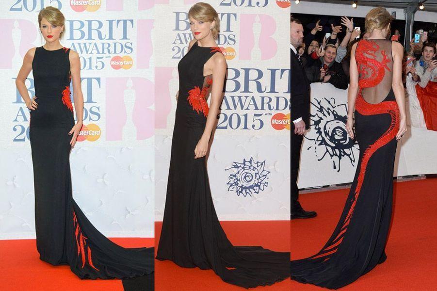 La chanteuse Taylor Swift en Roberto Cavalli Atelier lors des BRIT Awards à Londres, le 25 février 2015
