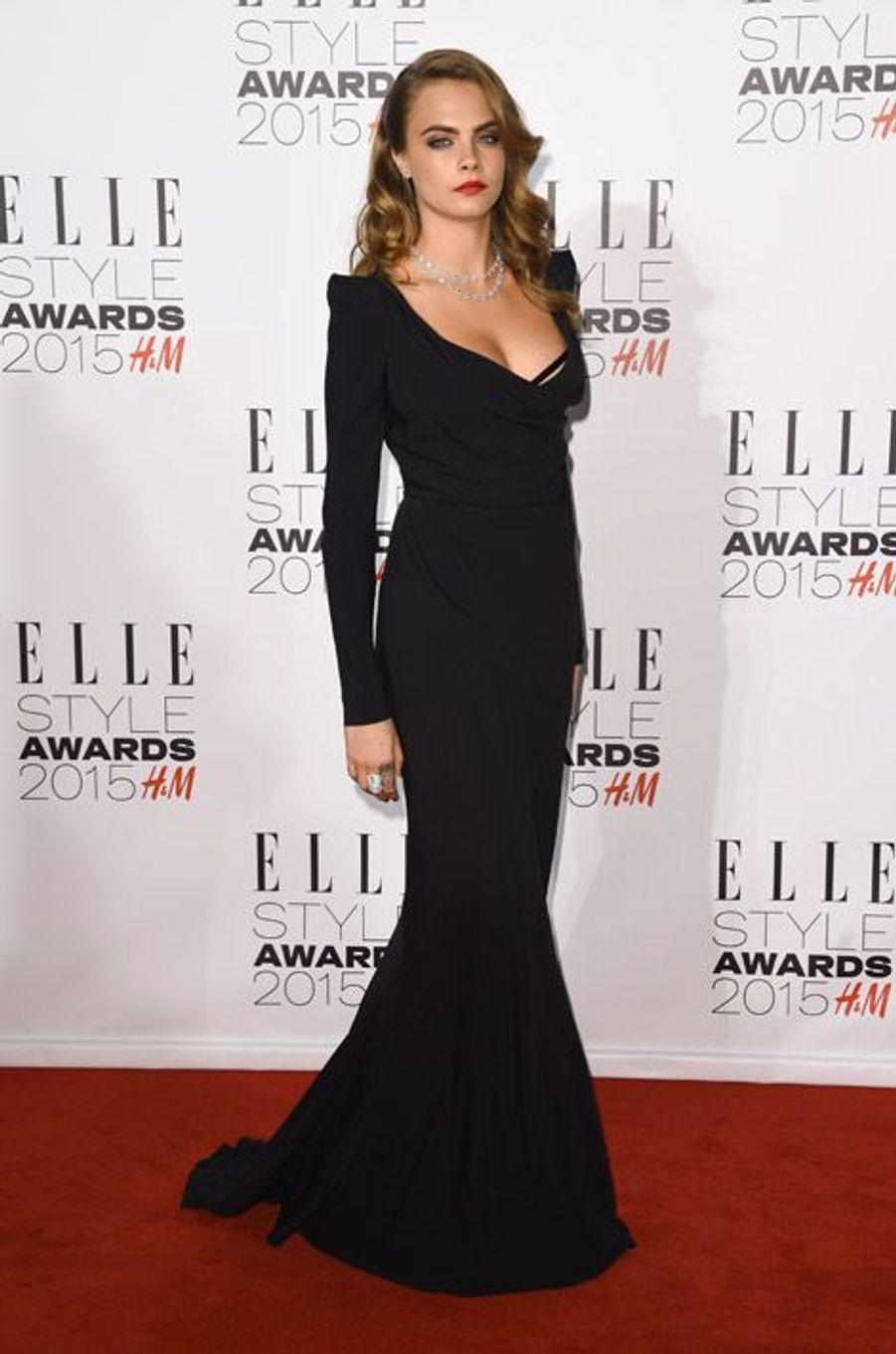 Le mannequin Cara Delevingne en Vivienne Westwood lors des ELLE Style Awards à Londres, le 24 février 2015