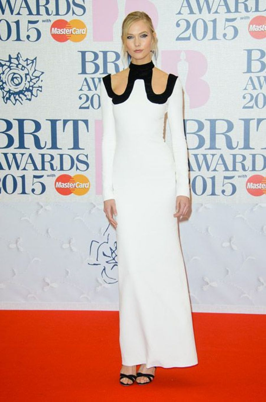 Le mannequin Karlie Kloss en Tom Ford lors des BRIT Awards à Londres, le 25 février 2015