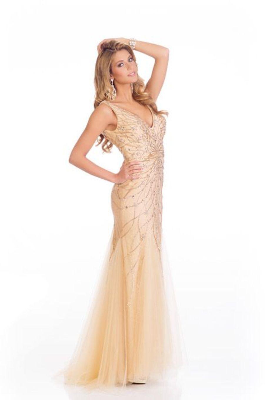 En robe de soirée couture pendant les derniers préparatifs de l'élction de Miss Univers à Miami, le 7 janvier 2015
