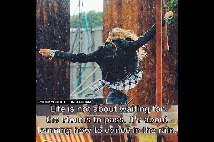 «La vie ne consiste pas à attendre que la pluie cesse, mais à savoir danser sous la pluie».