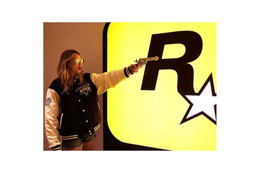 Dans «Grand Theft AutoV » Cara dévoile ses talents de DJ.