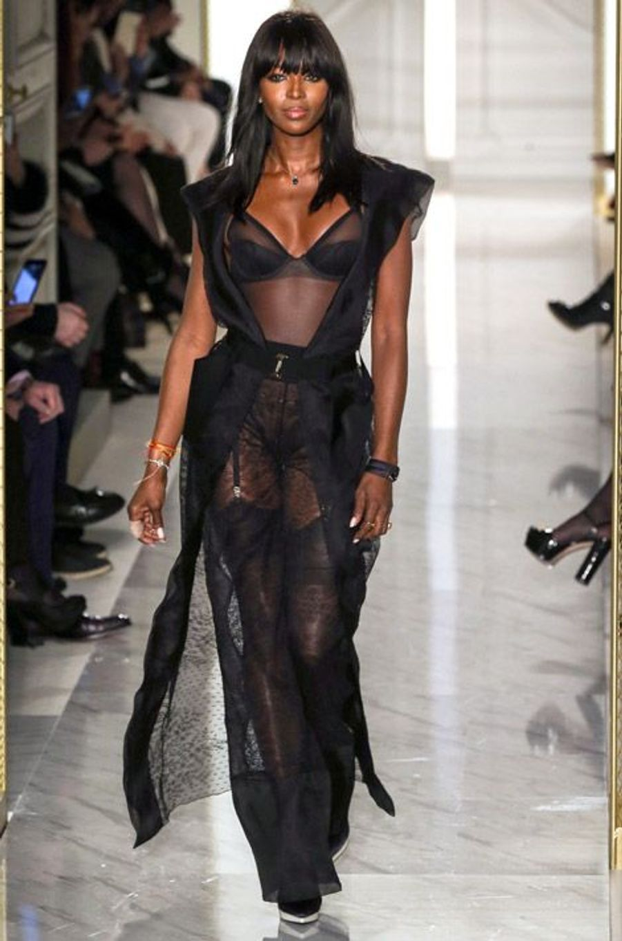 Naomi Campbell défile pour le défilé Haute Couture La Perla à Paris, le 26 janvier 2015