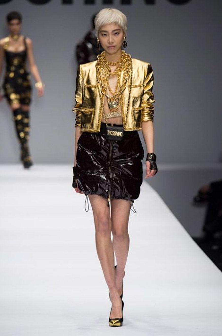 Gold : lors du défilé Moschino automne-hiver 2014-2015 à Milan