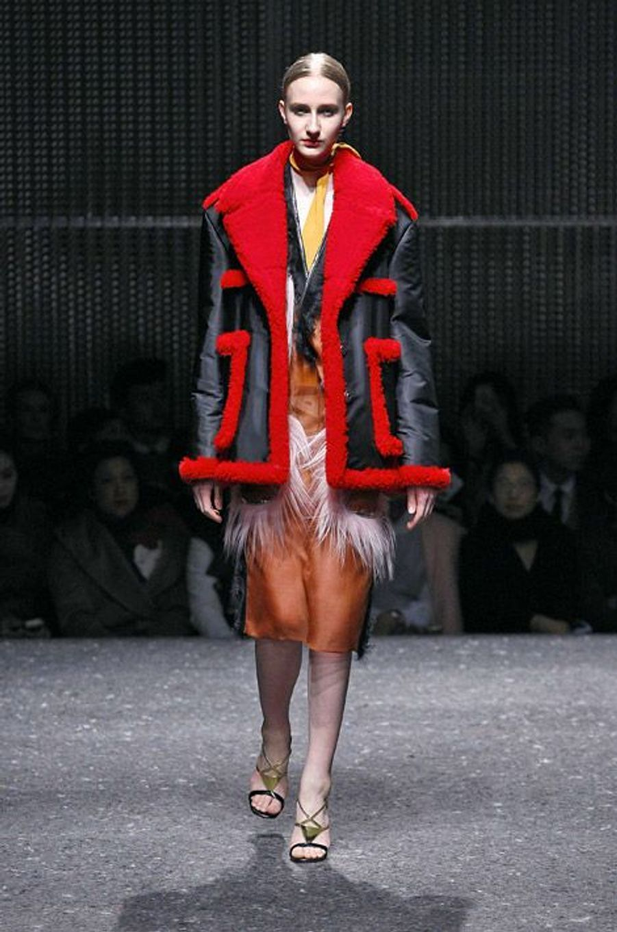 Le manteau XL : lors du défilé Prada automne-hiver 2014-2015 à Milan, le 20 février 2014