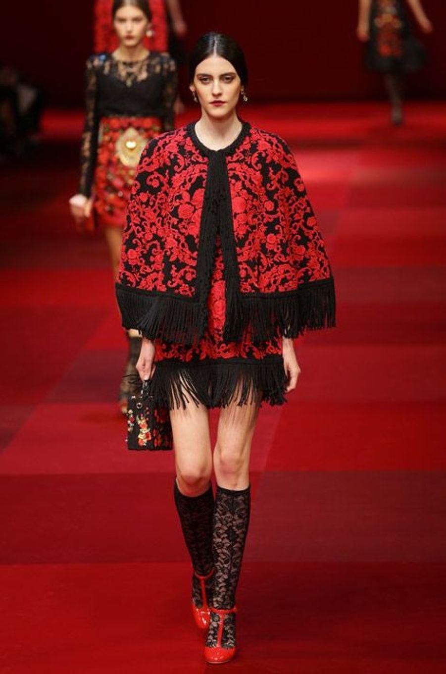 Le rouge : lors du défilé Dolce & Gabbana printemps-été 2015 à Milan, le 21 septembre 2014