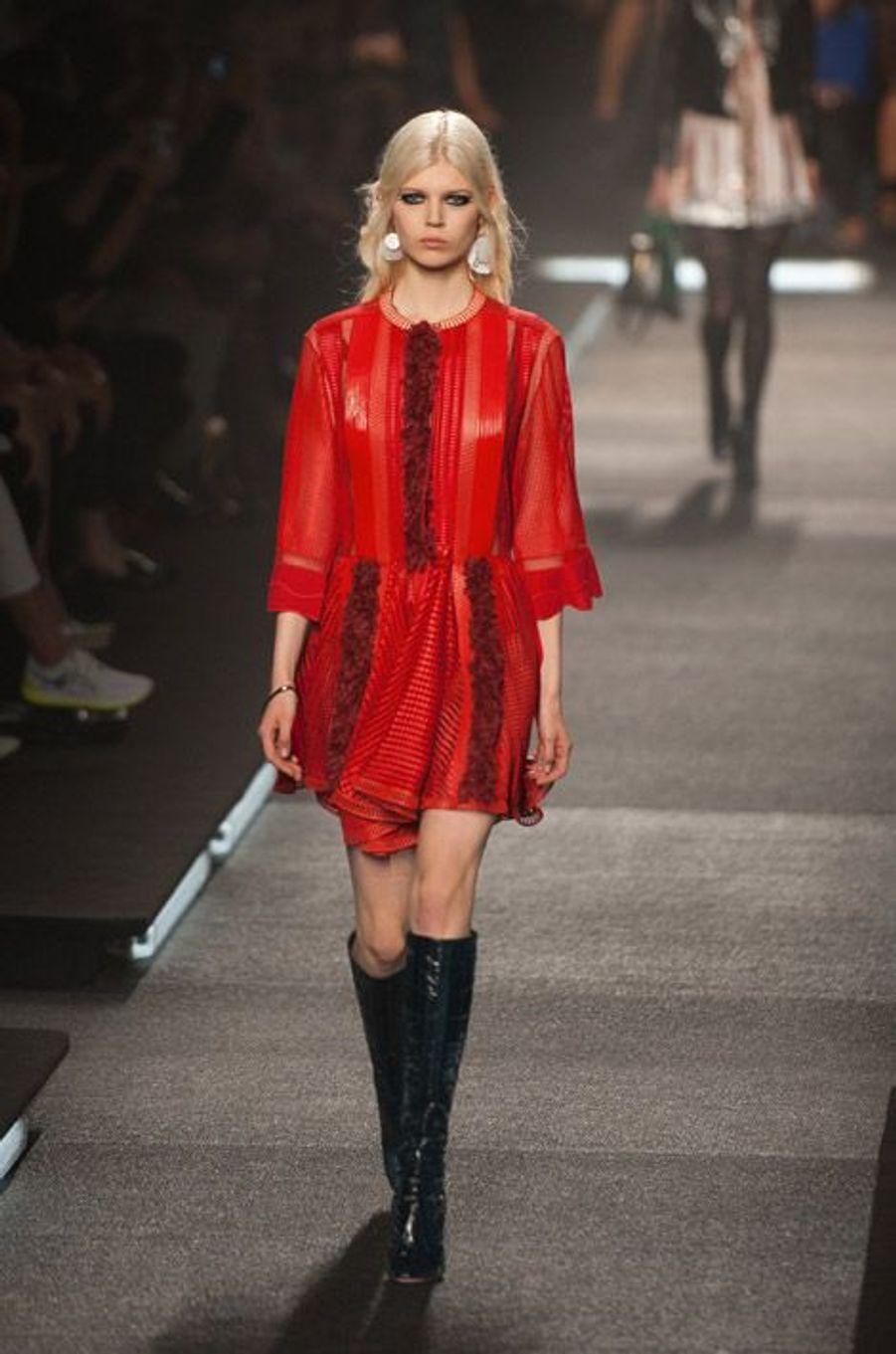 Le rouge : lors du défilé Louis Vuitton printemps-été 2015 à Paris, le 1er octobre 2014