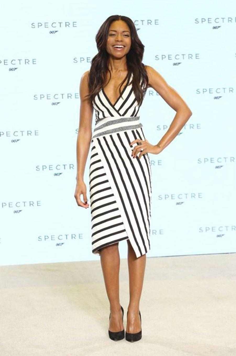 Lignes graphiques : l'actrice Naomie Harris lors de la présentation de James Bond, Spectre, à Londres, le 4 décembre 2014