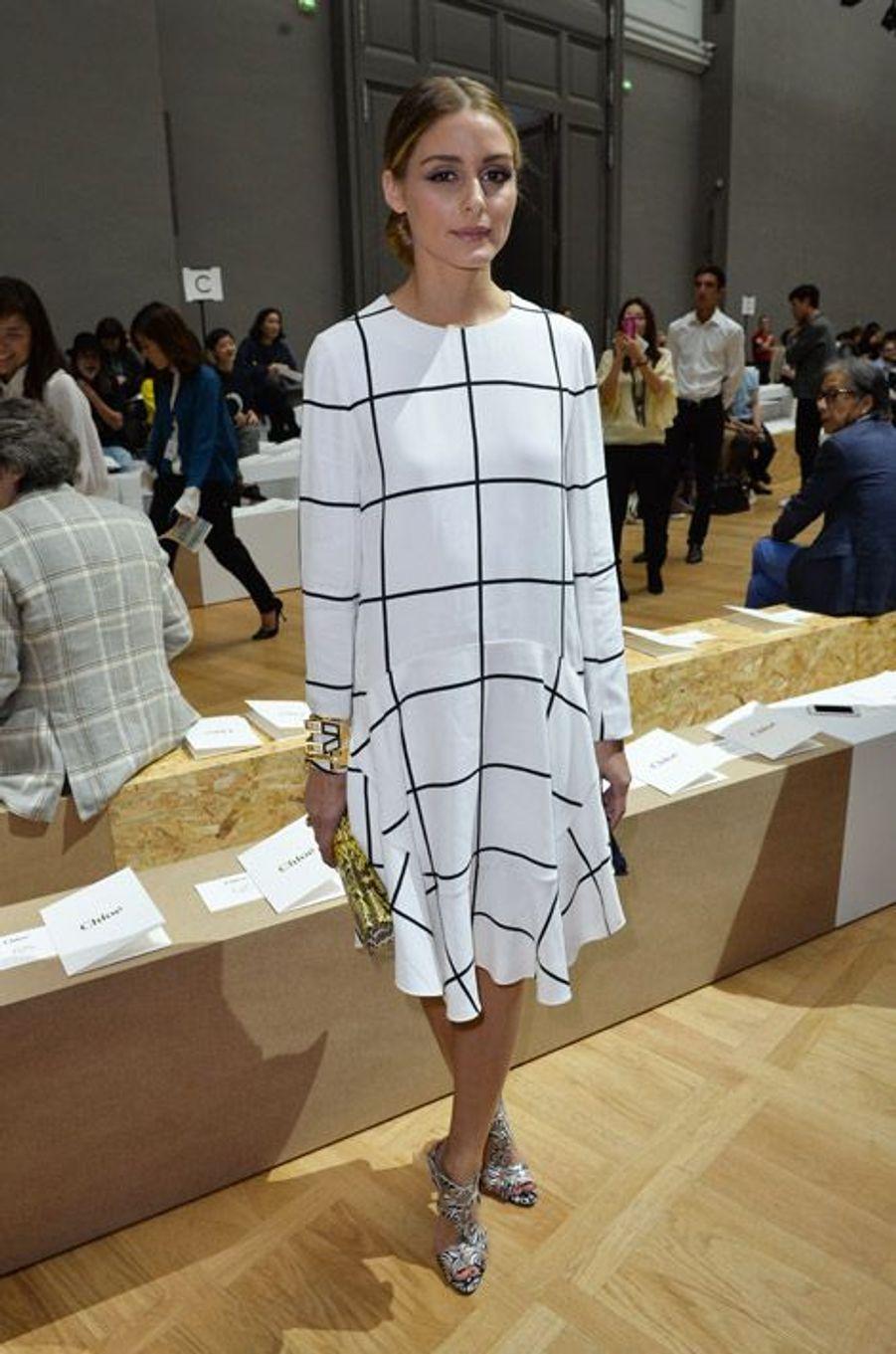 Lignes graphiques : la styliste Olivia Palermo lors du défilé Chloé printemps-été 2015 à Paris, le 28 septembre 2014