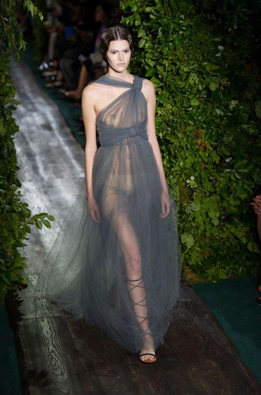 Transparence : lors du défilé Valentino Faute Couture automne-hiver 2015 à Paris, le 9 juillet 2014