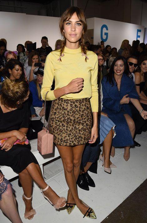 La jupe léopard : la it-girl Alexa Chung assiste au défilé Topshop Unique lors de la fashion printemps-été 2015 à Londres, le 14 septembre 2014