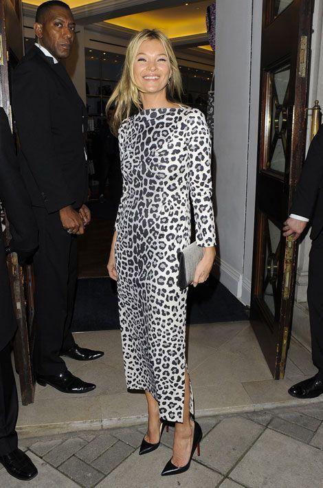 La robe léopard: le top model Kate Moss se rend à une soirée organisée dans la boutique Marc by Marc Jacobs à Londres, le 15 novembre 2012