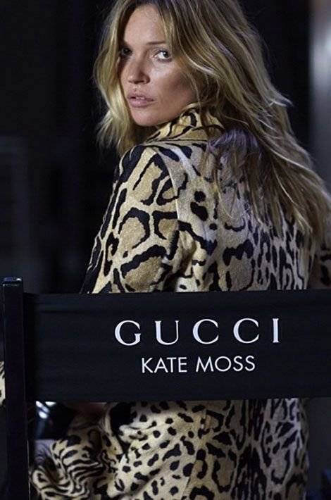 Le manteau léopard : le top model Kate Moss pose pour une publicité Gucci, dévoilée par la griffe le 15 septembre 2014