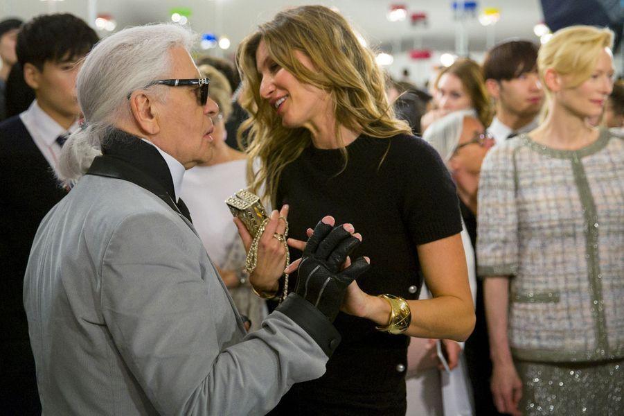 Karl Lagerfeld et Gisele Bündchen défilé Croisière de Chanel a eu lieu à Séoul lundi