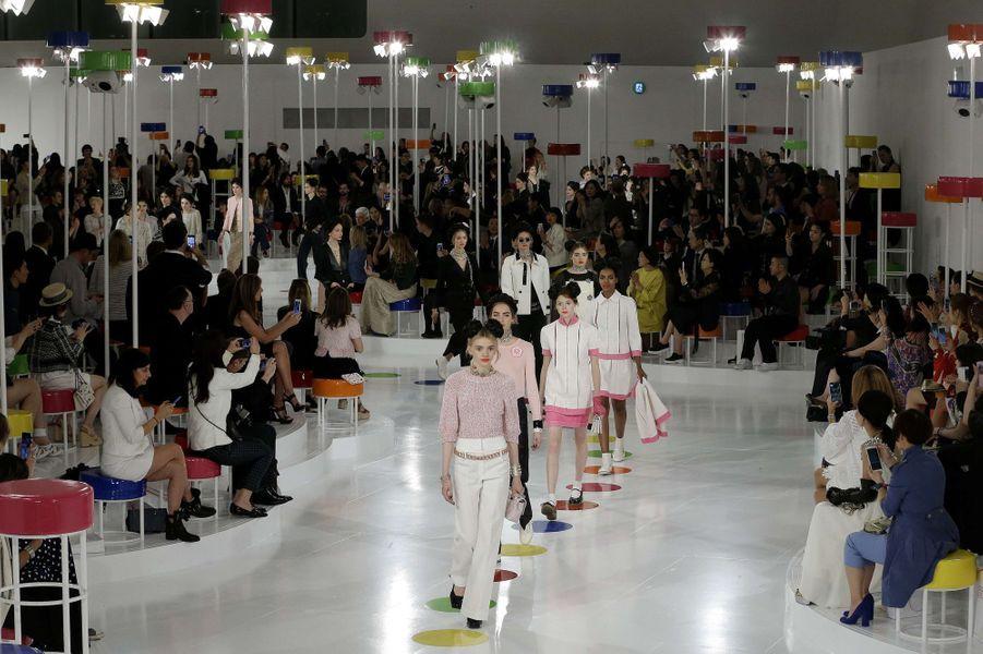 Le défilé Croisière de Chanel a eu lieu à Séoul lundi