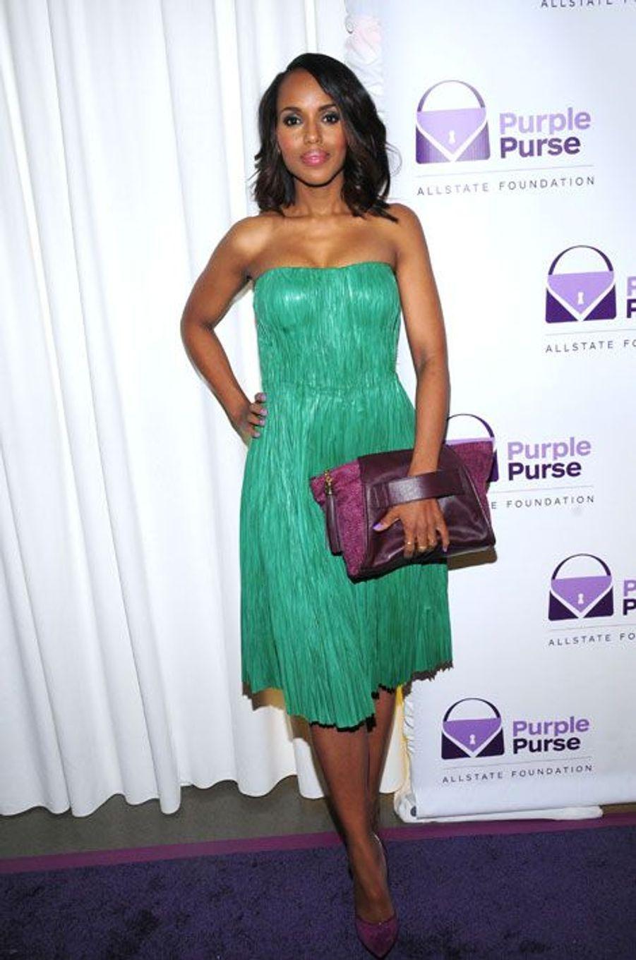 """L'actrice de la série """"Scandal"""", Kerry Washington, en Alexander McQueen lors la soirée Purple Purse, contre la violence faite aux femmes à New Yo..."""