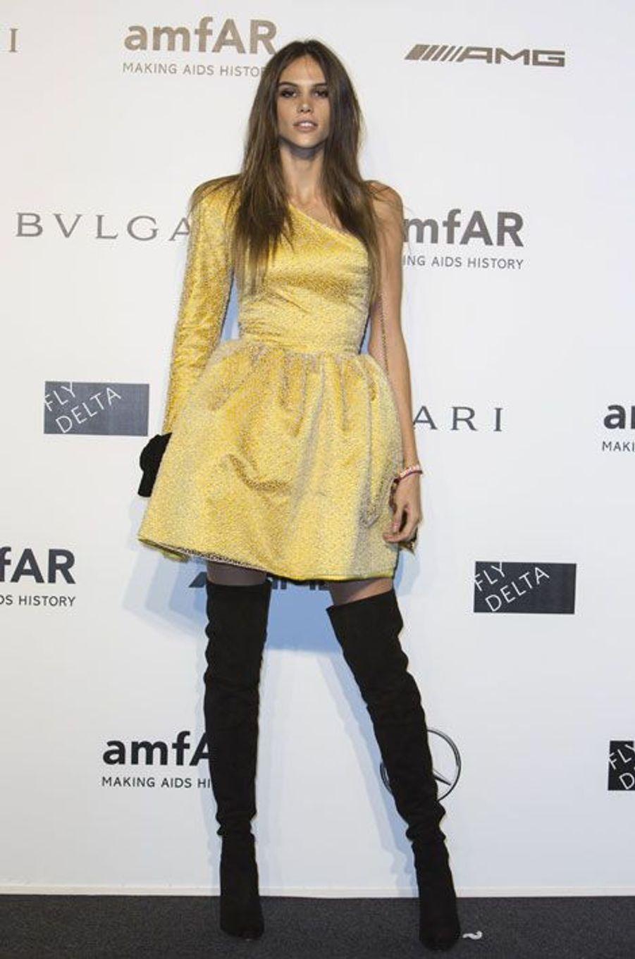 Le top brésilien Izabel Goulart, au gala de l'amfAR à Milan, le 20 septembre 2014