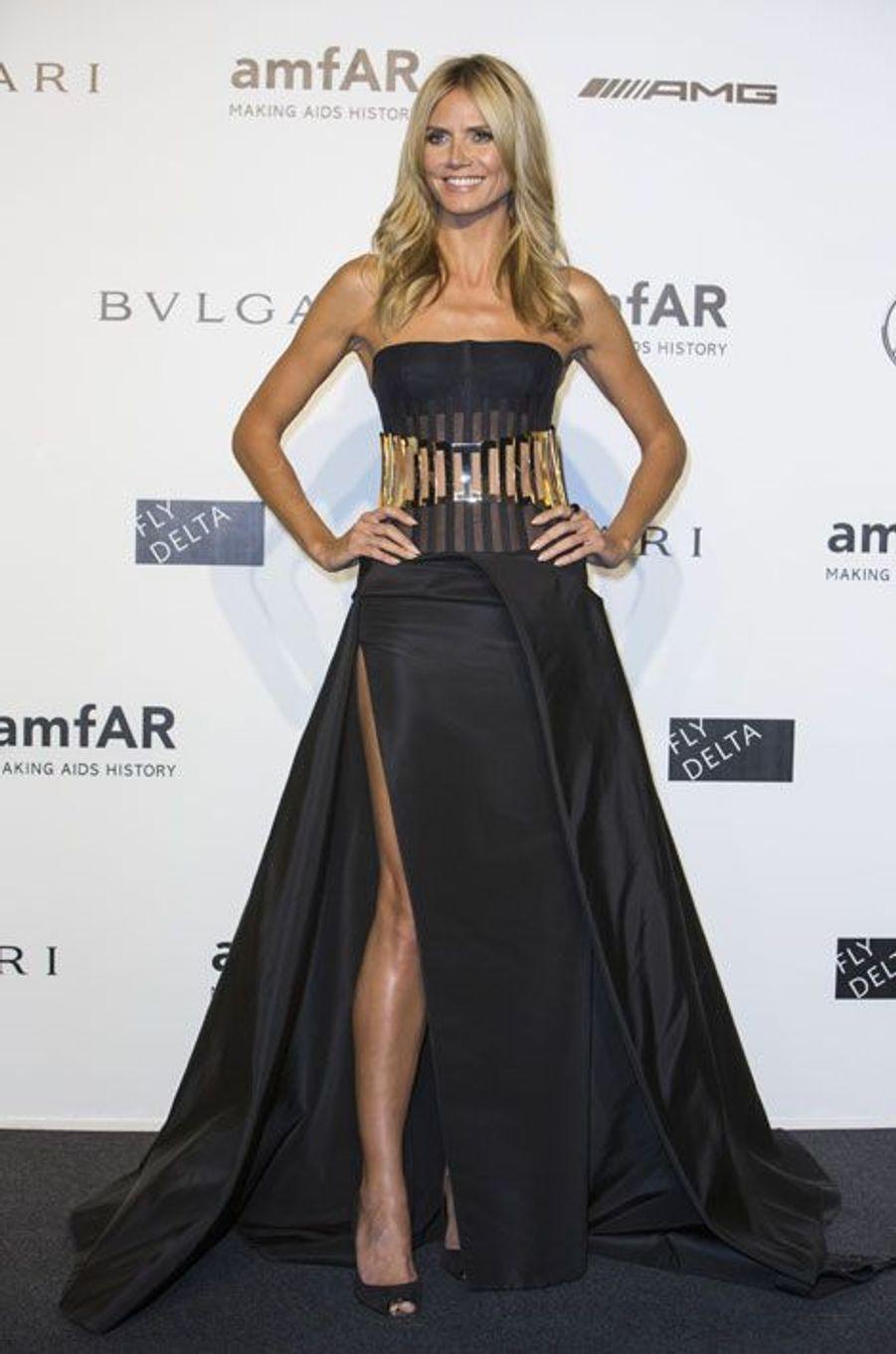 Le top Heidi Klum dans une robe Versace, au gala de l'amfAR à Milan, le 20 septembre 2014
