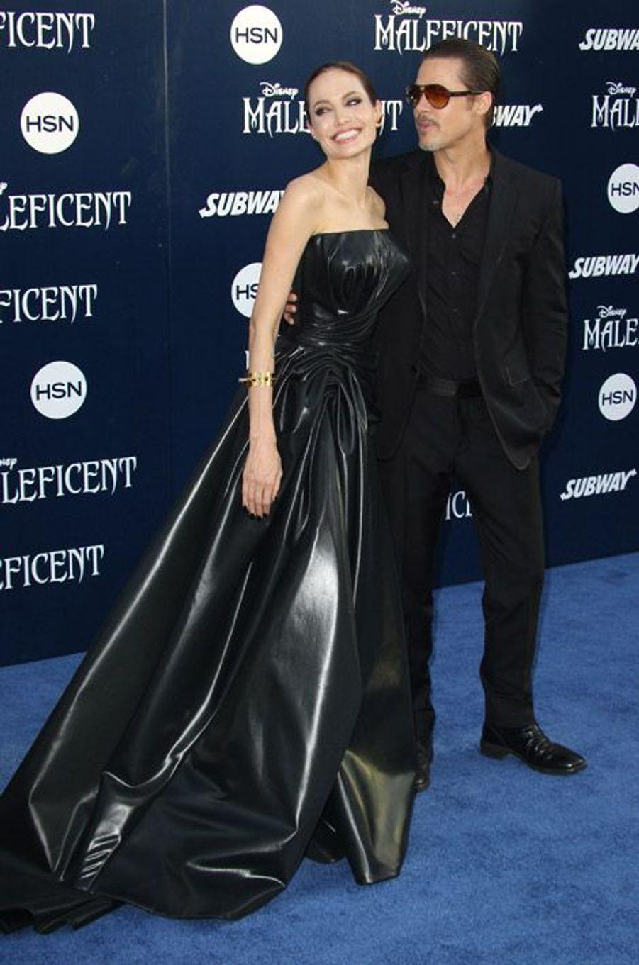 """Angelina Jolie avec Brad Pitt pour le première mondiale du film """"Maléfique"""" à Hollywood, le 28 mai 2014"""