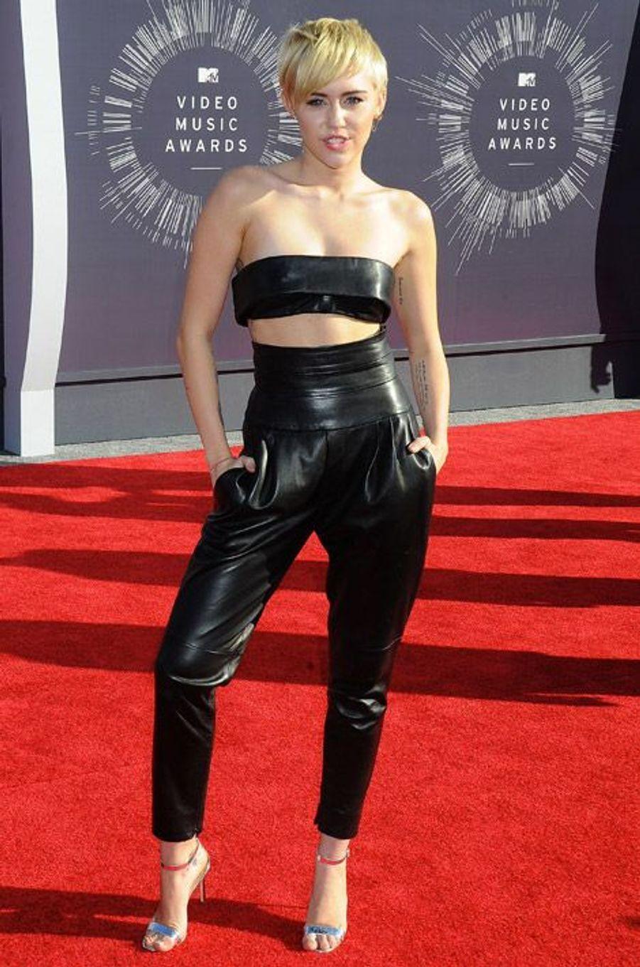 La chanteuse américaine Miley Cyrus en Alexandre Vauthier lors des MTV Video Music Awards à Los Angeles, le 24 août 2014