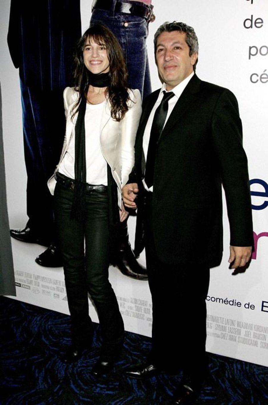 """En compagnie d'Alain Chabat pour la première de """"Prête-moi ta main"""" à Paris, le 24 octobre 2006"""