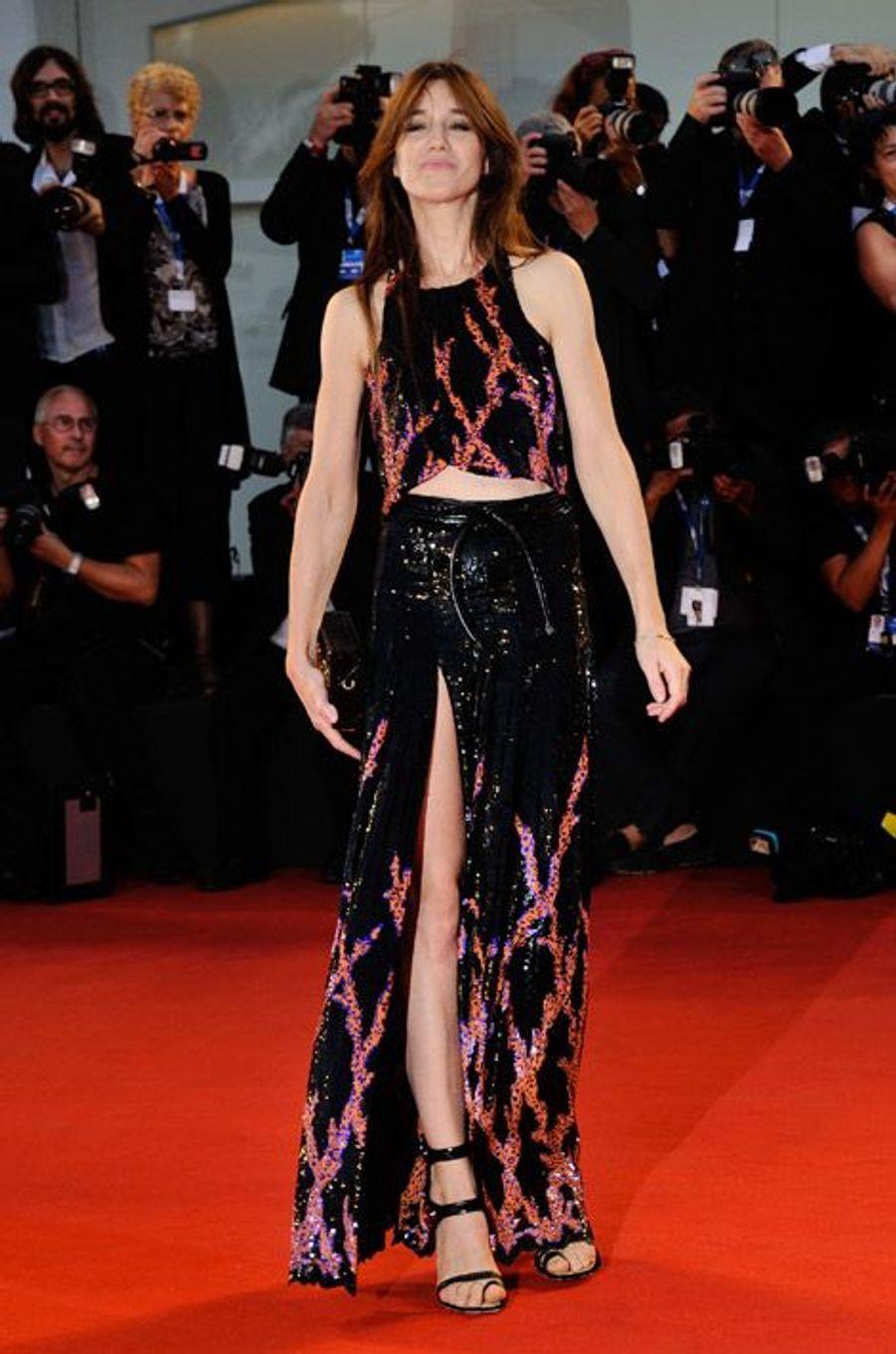 """En robe paillettée Louis Vuitton lors de la première de """"Trois Coeurs"""" pendant la Mostra de Venise, le 30 août 2014"""