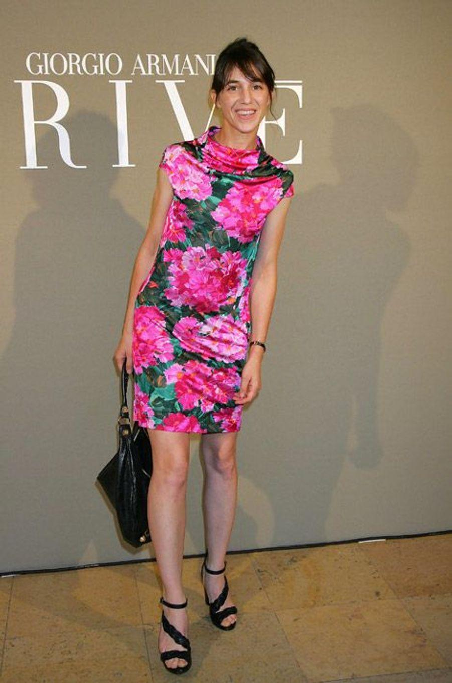 Printanière en robe Armani pour la présentation Haute Couture à Paris, le 30 juin 2008