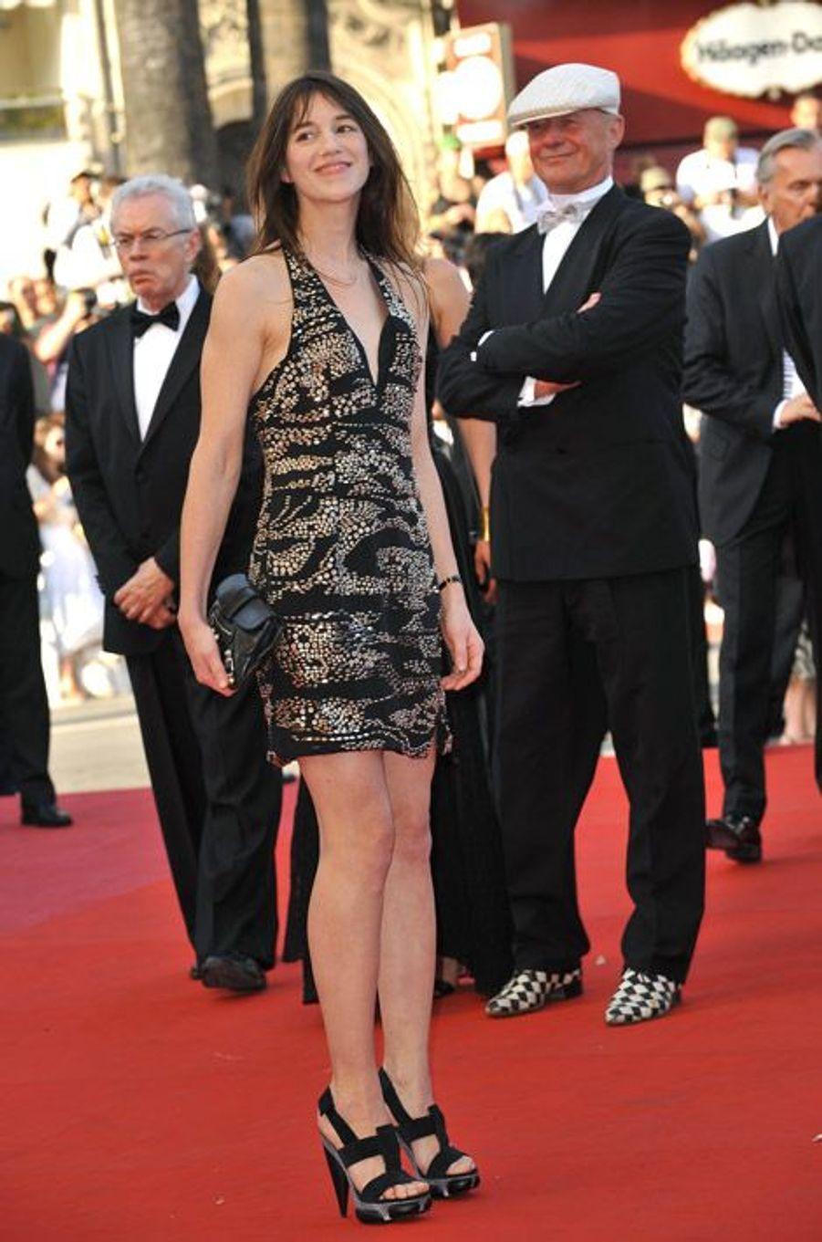 """Toujours en mini-robe pour la pojection de """"Coco Chanel et Igor Stravinsky"""" pendant le Festival de Cannes 2009"""