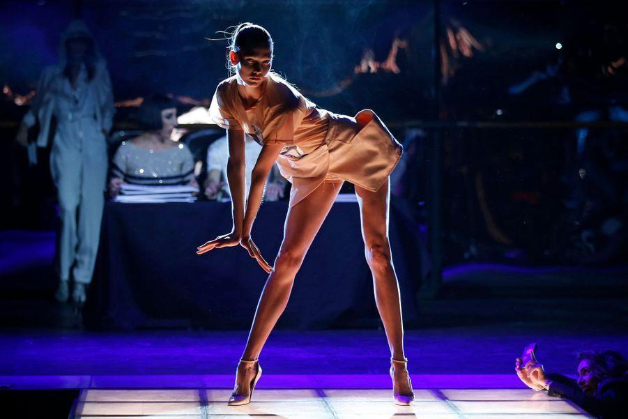 Karlie Kloss en plein show
