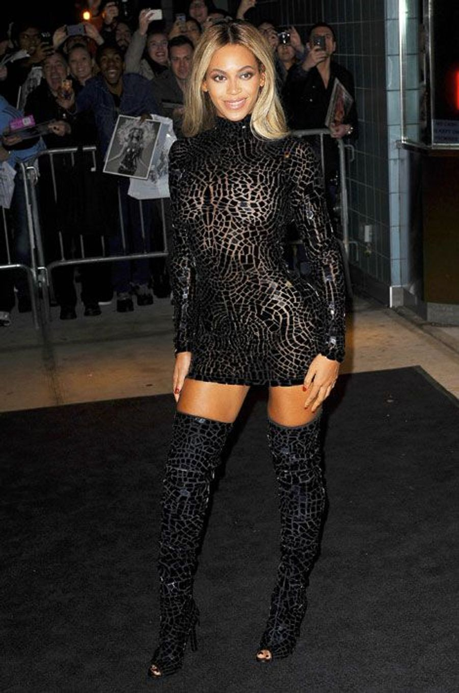 La chanteuse Beyoncé en Tom Ford pour le lancement de son album éponyme, le 21 décembre 2013 à New York