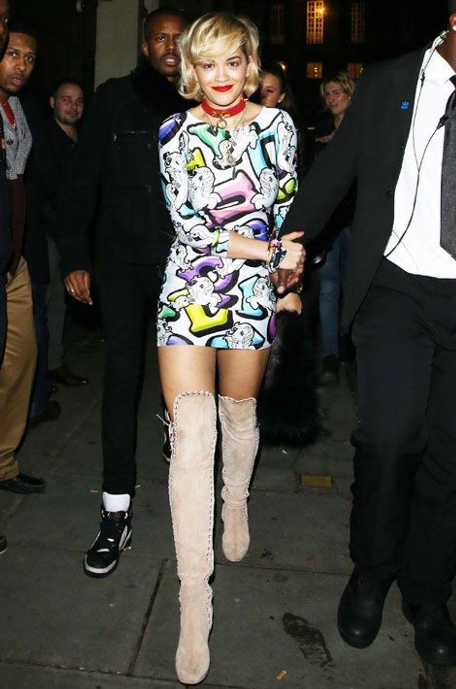 La chanteuse britannique Rita Ora en soirée à Londres, le 4 janvier 2014