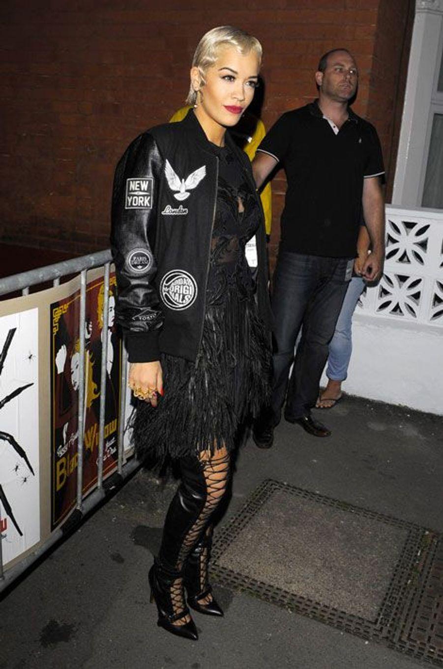 La chanteuse Rita Ora après un concert à Londres, le 17 septembre 2014