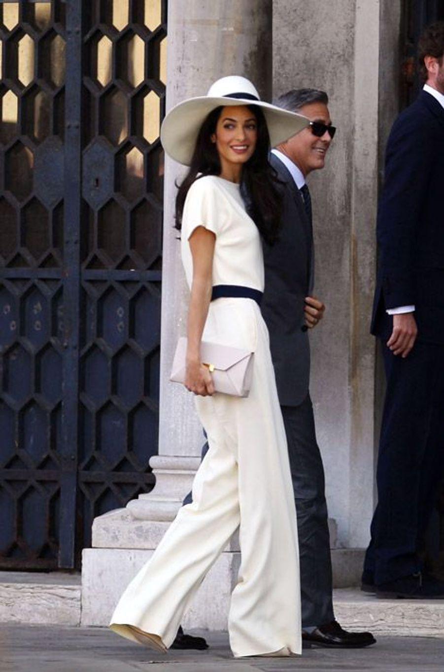 Amal Alamuddin en Stella McCartney lors de son mariage civil avec George Clooney à Venise, le 29 septembre 2014